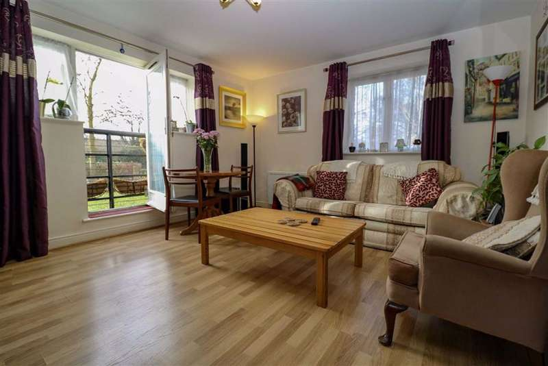 2 Bedrooms Flat for sale in Kings Langley, Hertfordshire