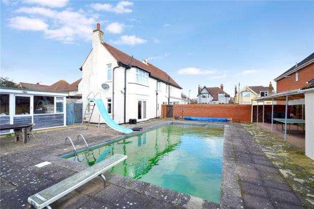 5 Bedrooms Detached House for sale in Manwick Road, Felixstowe, Suffolk