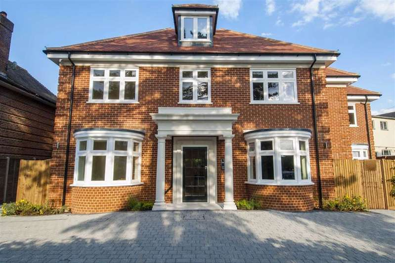 3 Bedrooms Apartment Flat for sale in Bradmore House, Brookmans Park, Hertfordshire