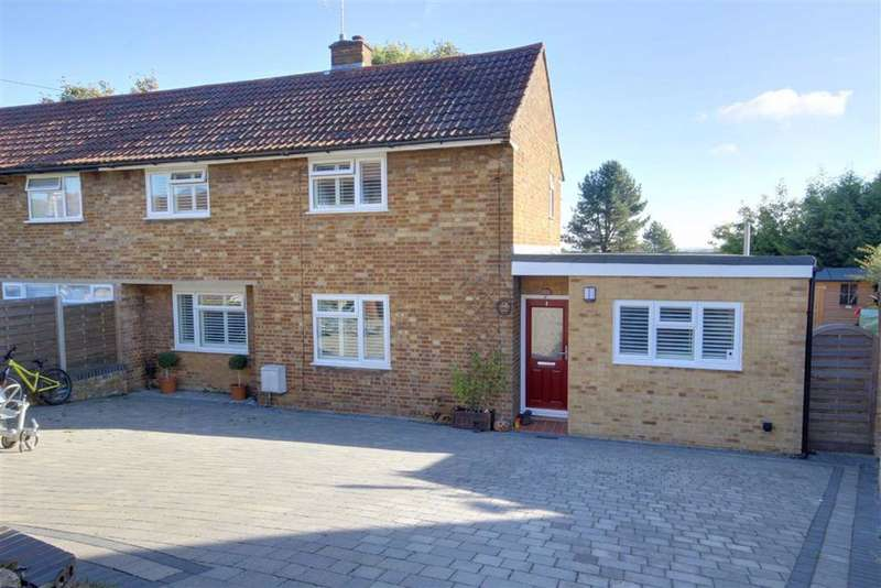 4 Bedrooms Semi Detached House for sale in East View, Essendon, Hertfordshire
