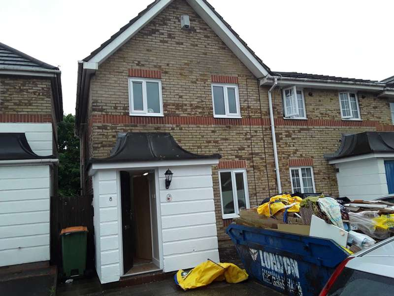 3 Bedrooms End Of Terrace House for rent in Weymouth Close, London