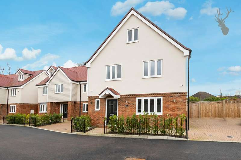 4 Bedrooms Detached House for rent in Oak Hill Road, Stapleford Abbotts, Romford