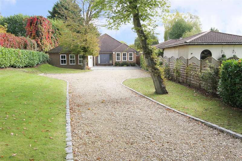 3 Bedrooms Detached Bungalow for sale in The Drive, Ickenham, UB10