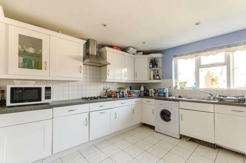 5 Bedrooms Detached House for sale in Darlands Drive, Barnet, EN5