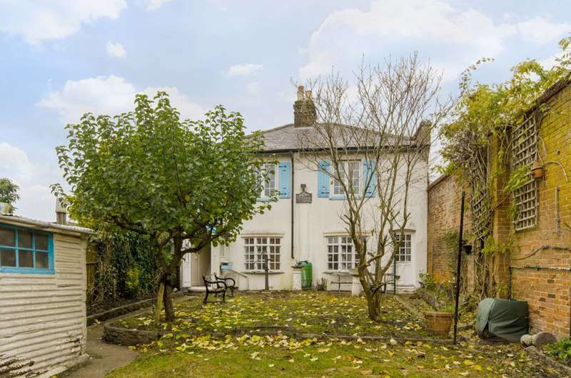 4 Bedrooms Detached House for sale in Barnet Road, Arkley, EN5