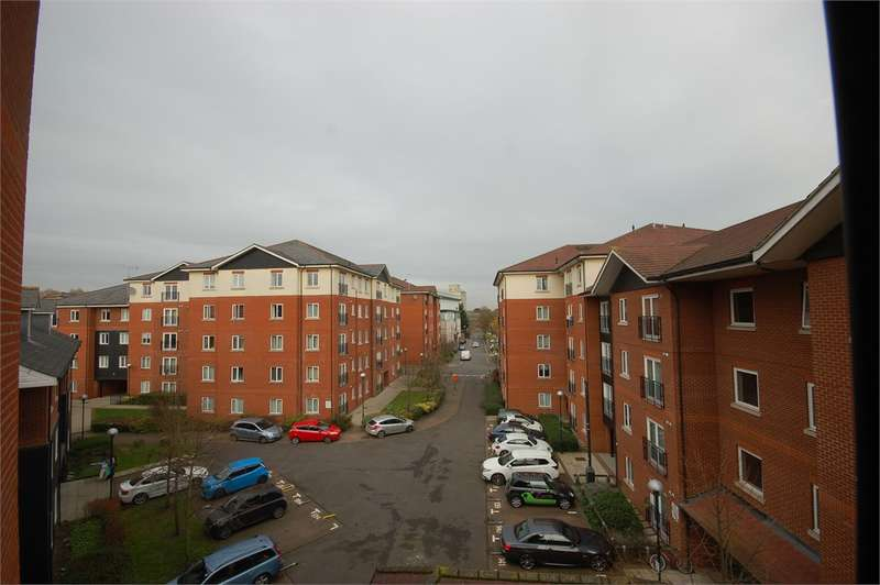 2 Bedrooms Serviced Apartments Flat for rent in Mallards Court Bishop Stortford