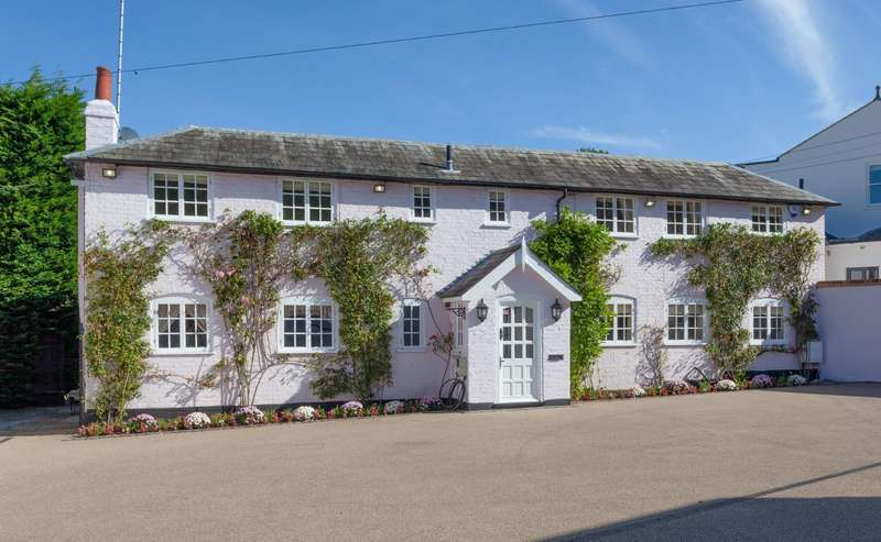 4 Bedrooms Detached House for sale in Manor Road, High Beech, Loughton, Essex