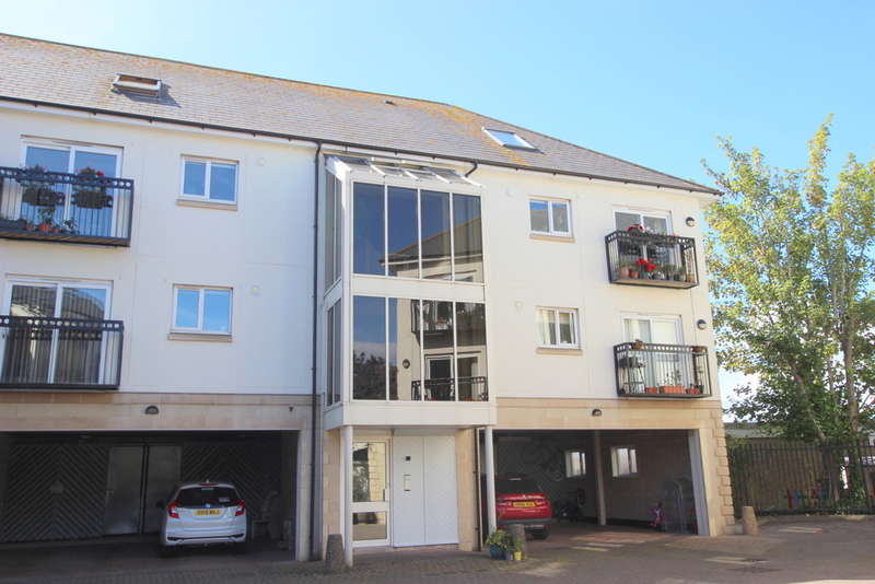 2 Bedrooms Flat for sale in St James Mews, Crescent Avenue, The Hoe, Plymouth, PL1 3DT