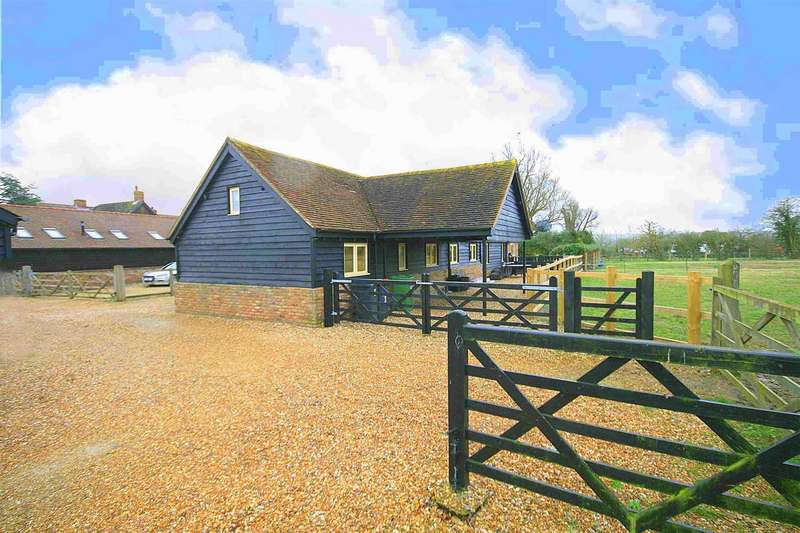4 Bedrooms Barn Conversion Character Property for sale in Woodpecker Barn, Tilsworth, Bedfordshire