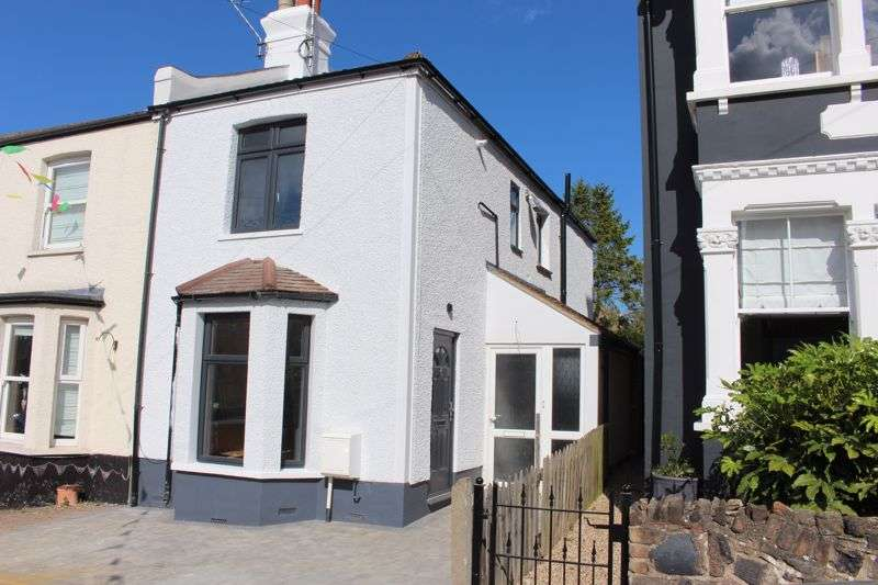 1 Bedroom Property for sale in Lymington Avenue, Leigh-On-Sea