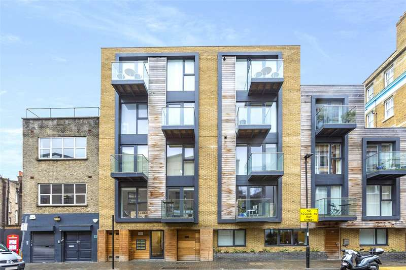 2 Bedrooms Flat for sale in Warner Street, London, EC1R