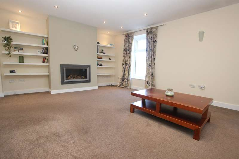 4 Bedrooms Terraced House for sale in West View, Knowle Lane, Darwen, BB3