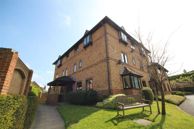 2 Bedrooms Maisonette Flat for rent in Polehampton Close, Twyford, Reading