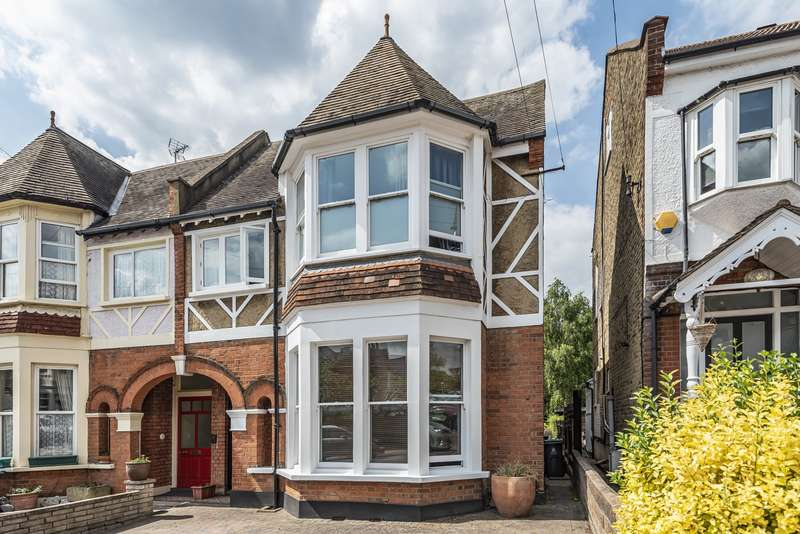 5 Bedrooms Semi Detached House for sale in Dukes Avenue, New Malden, KT3