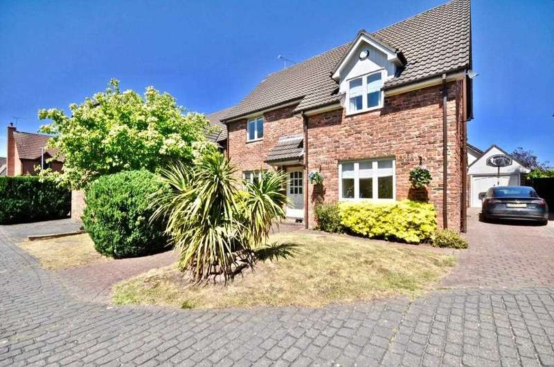 4 Bedrooms Detached House for sale in St James Close, Hawarden, Chester