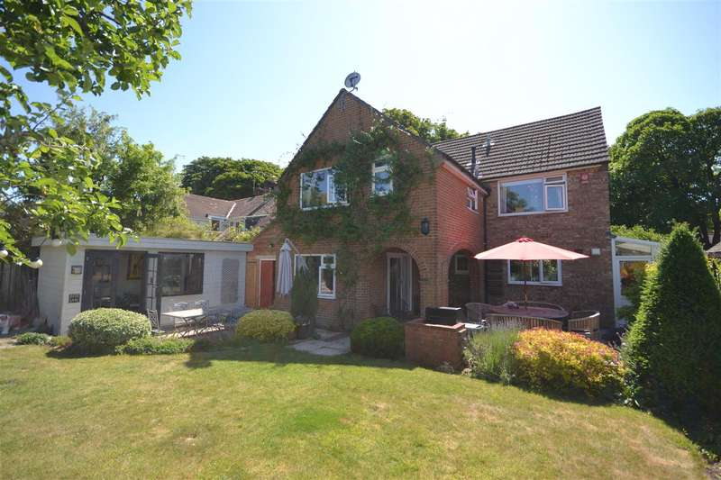 4 Bedrooms Detached House for sale in Manor Road, Dorchester