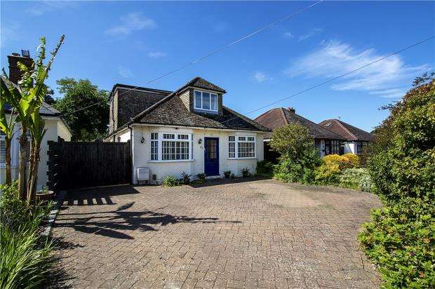 4 Bedrooms Bungalow for sale in Woodwaye, Woodley, Reading