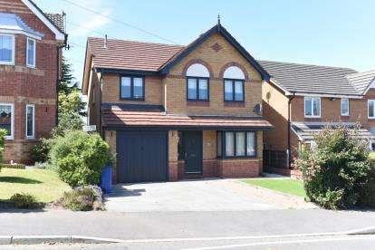 4 Bedrooms Detached House for sale in Cedar Avenue, Stalybridge, Greater Manchester, United Kingdom