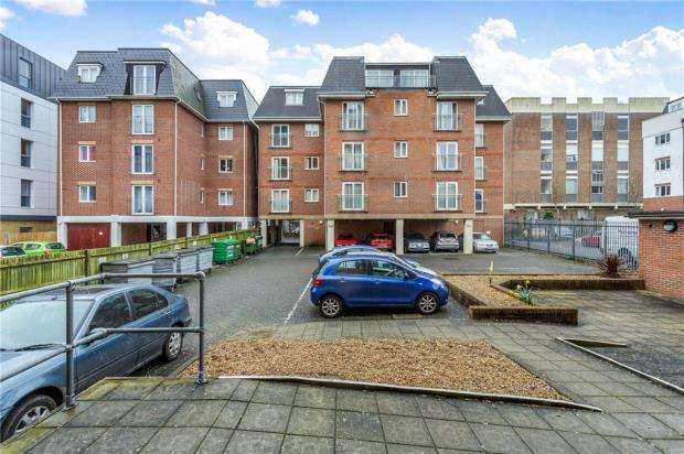 2 Bedrooms Apartment Flat for sale in Quarterdeck, 7 Vectis Way, Portsmouth