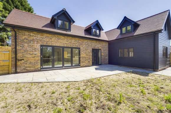 3 Bedrooms Detached House for sale in Steverton Road, North Wartham