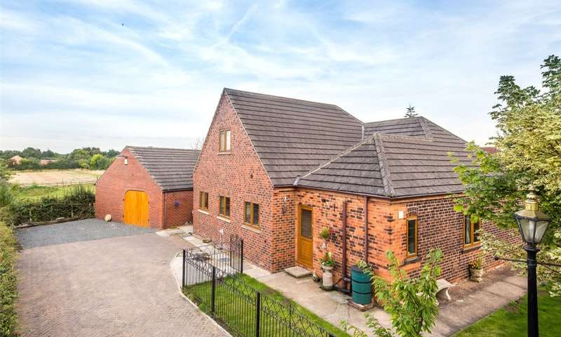 6 Bedrooms Detached House for sale in Camela Lane, Selby, North Yorkshire, YO8
