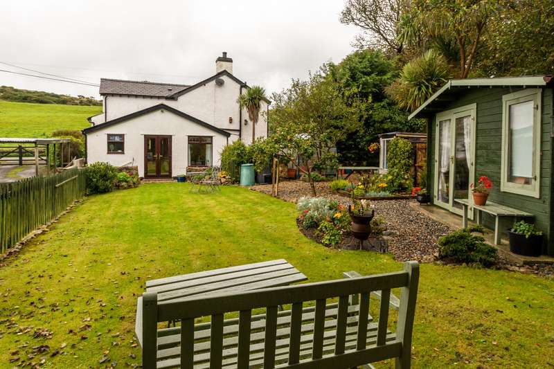 3 Bedrooms Detached House for sale in Tan Yr Hald, Penysarn, Isle of Anglesey, LL69