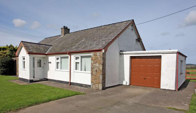 2 Bedrooms Detached Bungalow for sale in Pencraigwen, Llanerchymedd, Anglesey, LL71