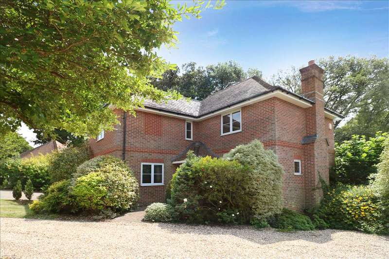 4 Bedrooms Detached House for sale in Bursledon