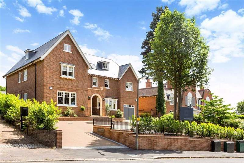 2 Bedrooms Flat for sale in Kendal Ave, Epping