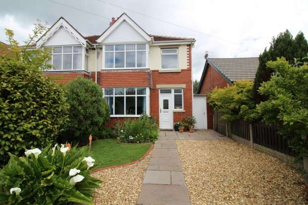 3 Bedrooms Semi Detached House for sale in Lawsons Road, Thornton-Cleveleys, FY5