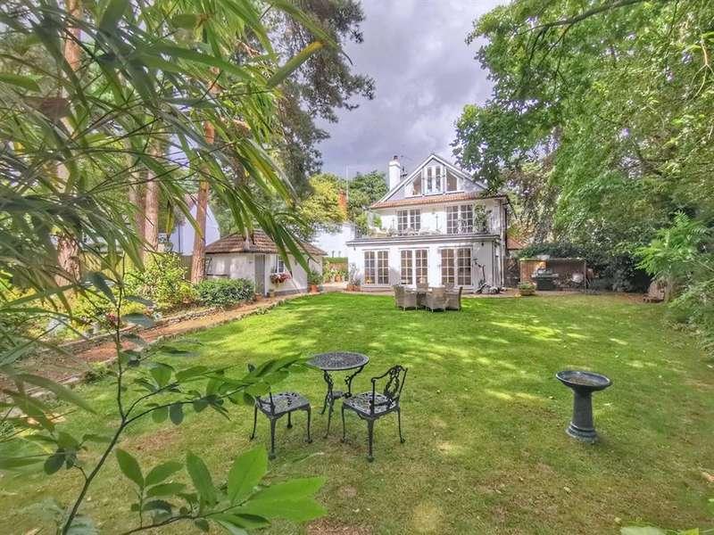 4 Bedrooms Detached House for sale in Queens Road, Ferndown