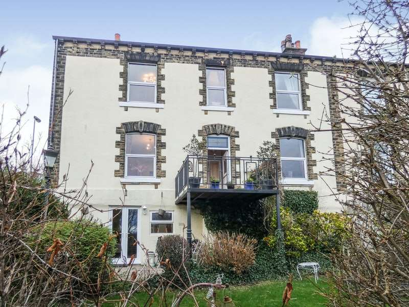 3 Bedrooms Semi Detached House for sale in West Wells Road, Ossett, West Yorkshire, WF5