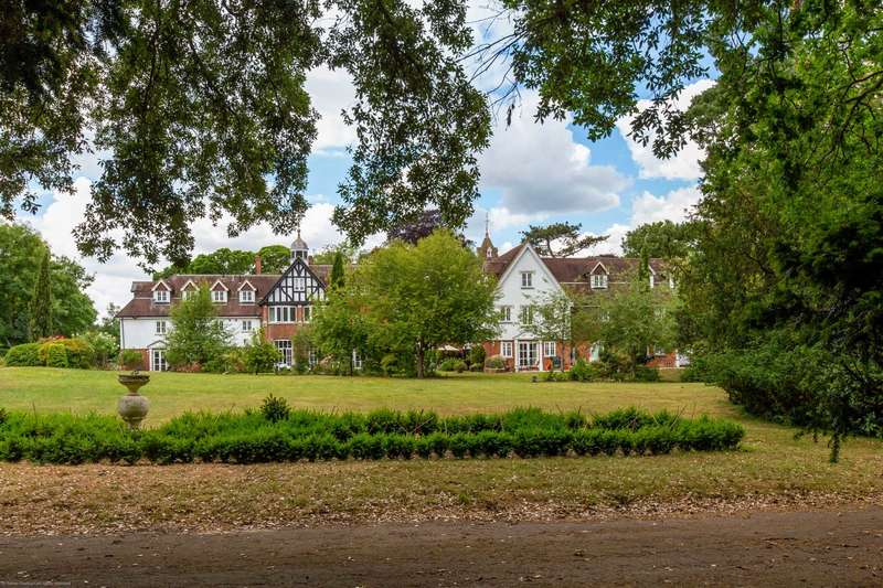 4 Bedrooms Town House for sale in Roxley Manor, Letchworth Garden City, SG6 2DP