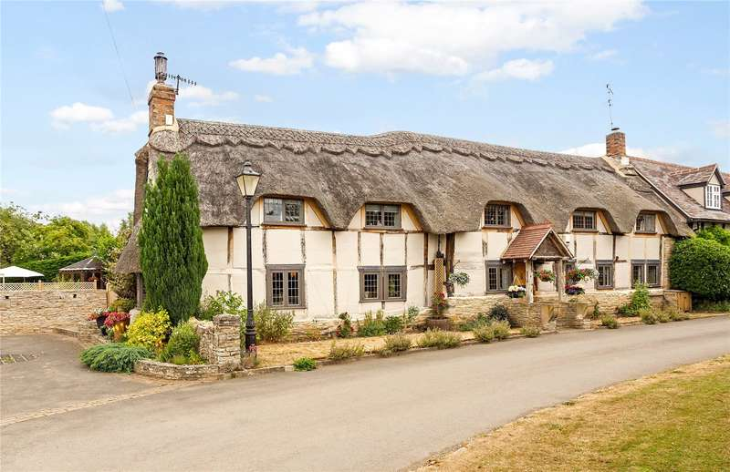 4 Bedrooms Semi Detached House for sale in Court Lane, Offenham, Evesham, Worcestershire, WR11