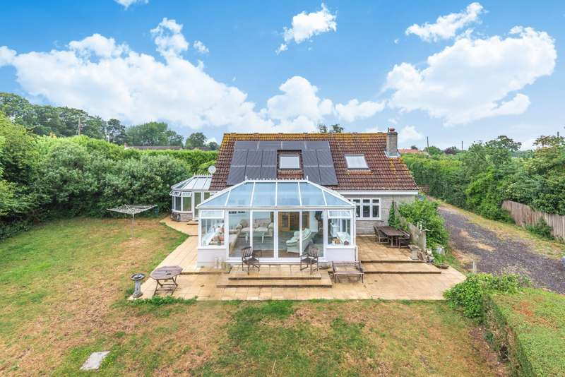3 Bedrooms Detached Bungalow for sale in South Hill, Somerton, Somerset, TA11