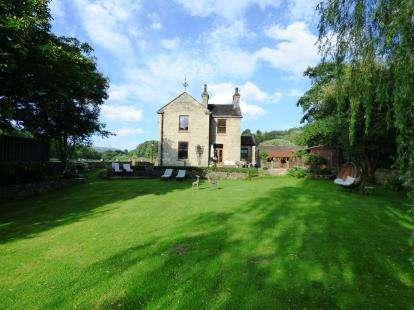 4 Bedrooms Detached House for sale in Melandra, Glossop, High Peak, Derbyshire