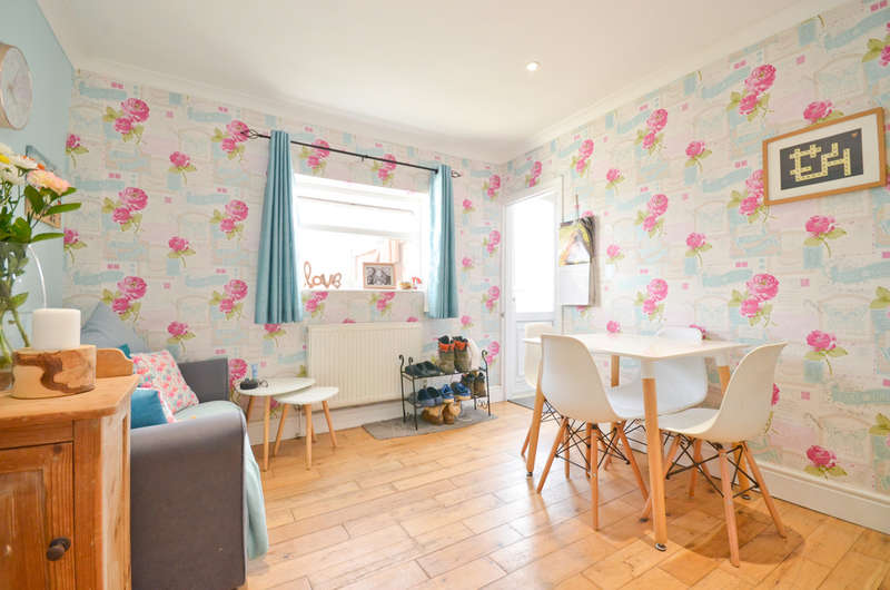 3 Bedrooms Semi Detached House for sale in Lake, Isle Of Wight