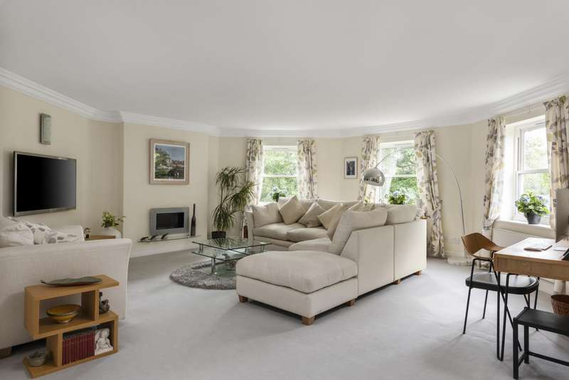3 Bedrooms Apartment Flat for sale in The Lodge, RH2