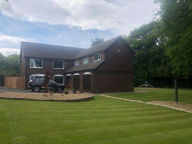 5 Bedrooms Detached House for sale in Oakley Park, Bolton
