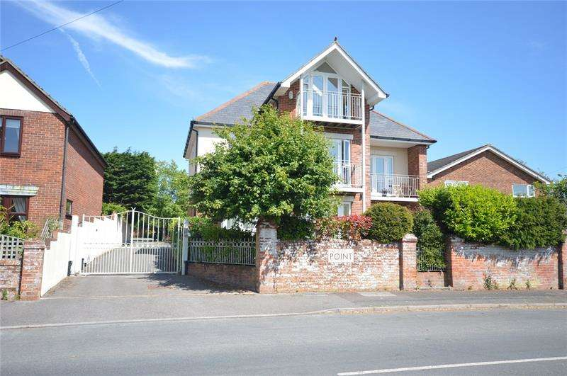 2 Bedrooms Apartment Flat for sale in The Point, 17 Southern Road, Lymington, Hampshire, SO41