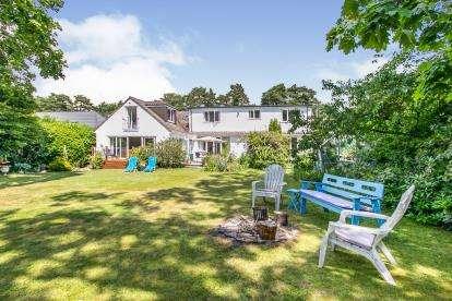 5 Bedrooms Detached House for sale in St Leonards, Ringwood, Dorset