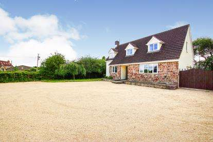 4 Bedrooms Detached House for sale in Lower Wick, Dursley, Gloucestershire