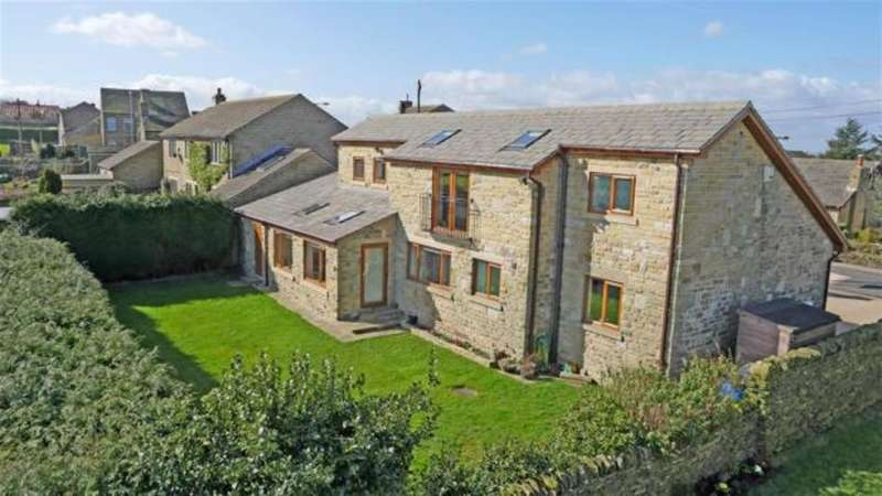 3 Bedrooms Detached House for sale in Windmill Hill Lane, Emley Moor