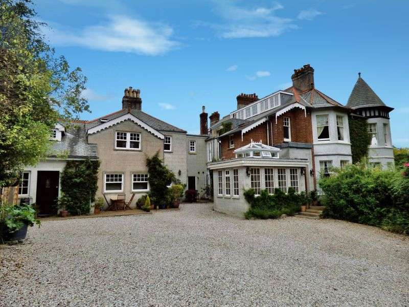 9 Bedrooms Property for sale in STUNNING HOME WITH A WEALTH OF FEATURES - YELVERTON