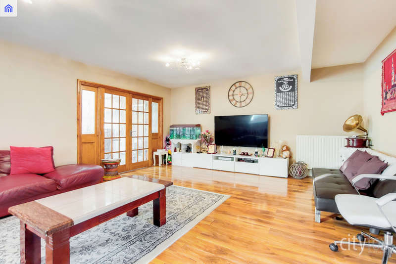 6 Bedrooms Town House for sale in Manor Road, Chadwell Heath, RM6 4LL
