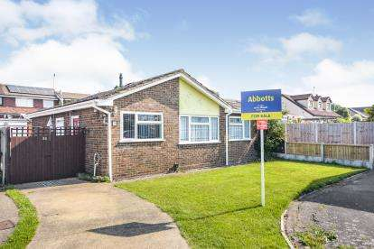 2 Bedrooms Bungalow for sale in Rochford, Essex