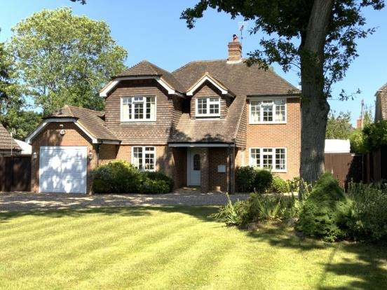 4 Bedrooms Detached House for sale in Ash Green, Surrey
