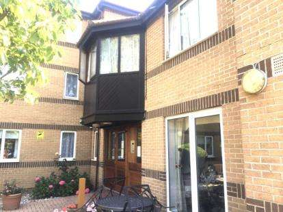 1 Bedroom Retirement Property for sale in Beehive Lane, Ilford