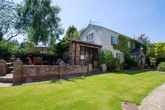 4 Bedrooms Detached House for sale in Hough Lane, Comberbach, Cheshire