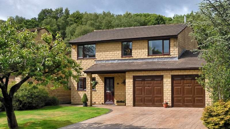 4 Bedrooms Detached House for sale in Priory Court, Burnley, Lancashire, BB11